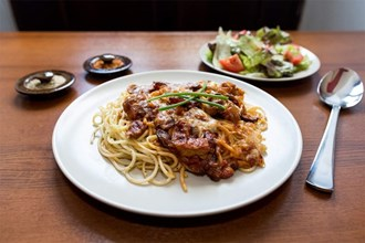 Gratinované špagety se sýrem