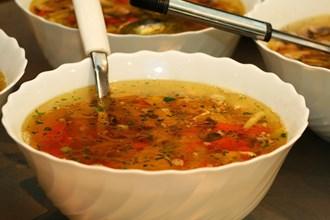 Kuřecí polévka s houbami