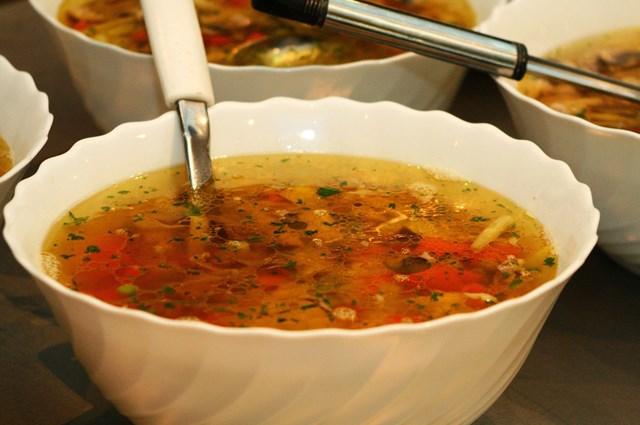 /recepty/kureci-polevka-s-houbami