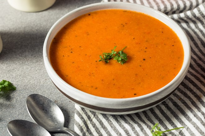 Polévka z pečených paprik s kešu oříšky