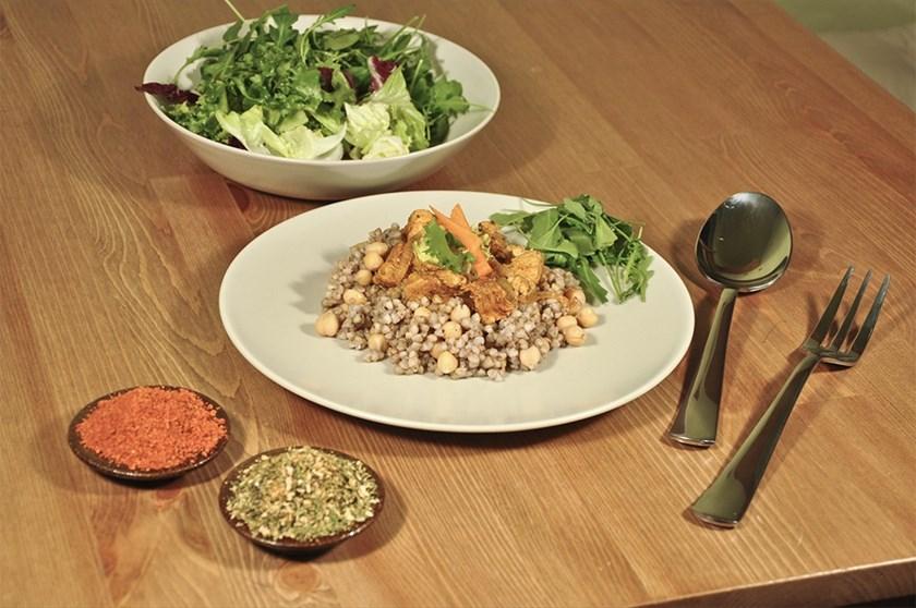 Pohankové rizoto s cizrnou a kuřecím masem